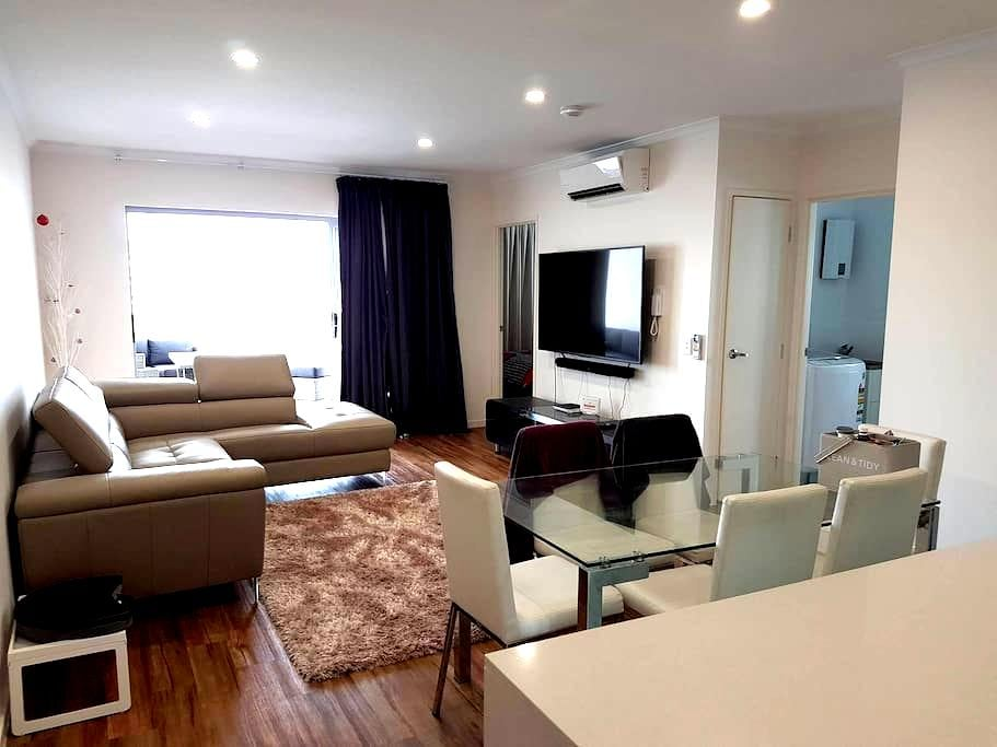 Modern 2Bed Apartment - 5km from CBD - Woolloongabba - Apartamento
