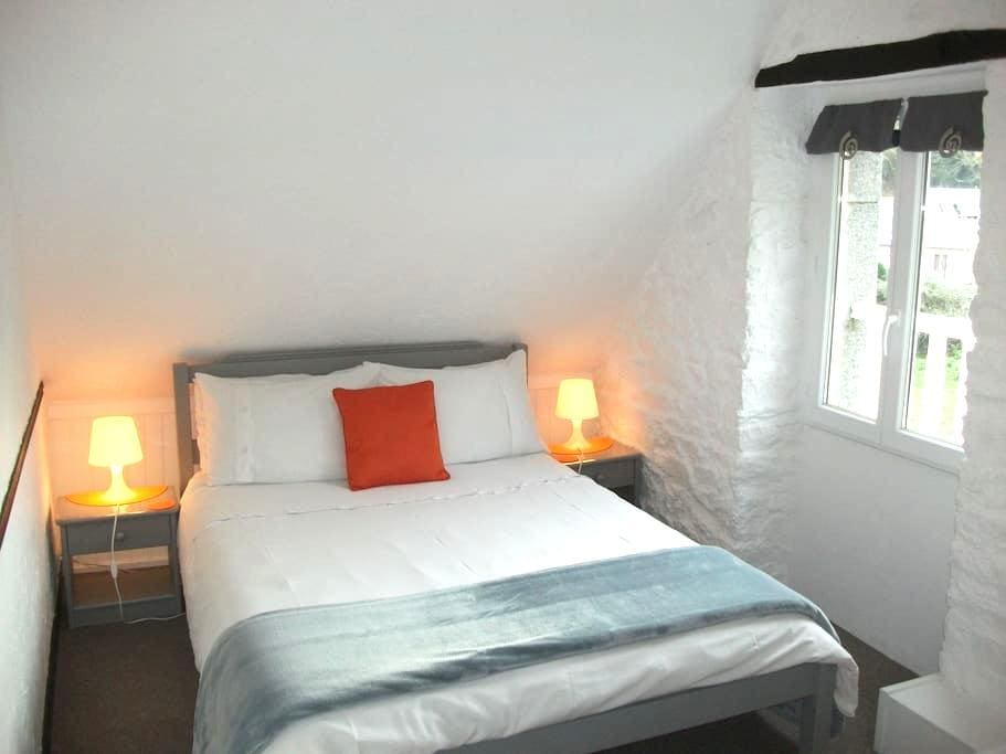 Le Mont St Michel- Room for 2 - Saint-Marcan - Aamiaismajoitus