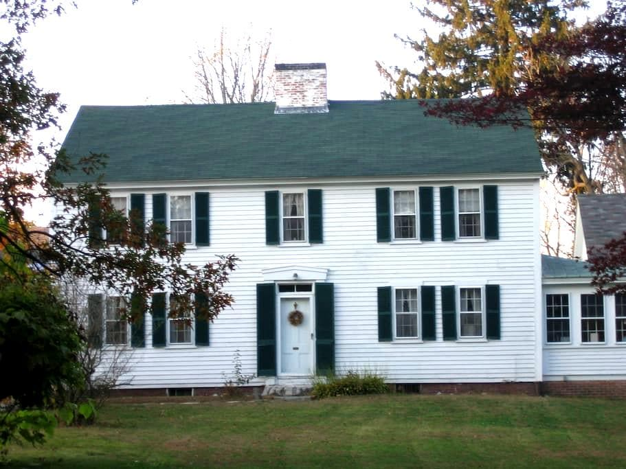 Antique 3 bedroom home in Exeter,NH - Exeter - Talo