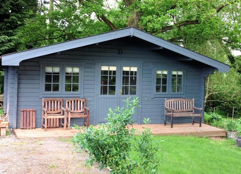 Cosy Cabin in rural setting. - Partridge Green - Cabaña