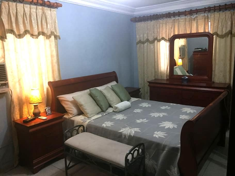 Beatifull spacious room with bath in safe location - Santo Domingo Este - Wohnung