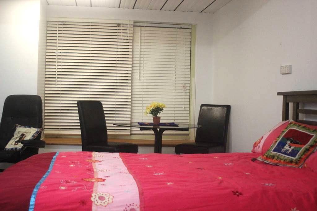 Private Apartment in Quiet Location - Jerrabomberra - Rumah