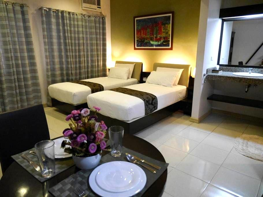 Aster at New Manila Suites - A Full Service BnB - Quezon City - Bed & Breakfast