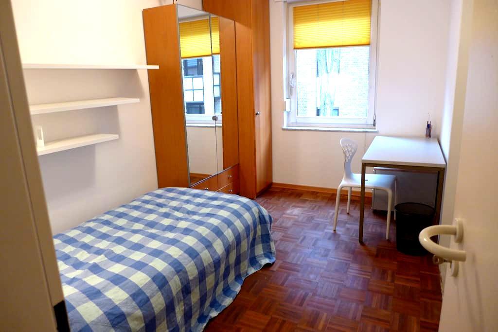 Uni-Zimmer im wunderschönen Park - Düsseldorf - Bed & Breakfast