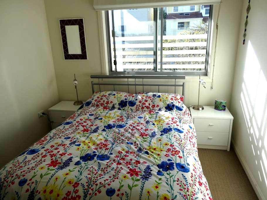 Double Room, private bath, near UQ - Brisbane - Apartment