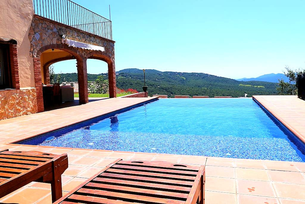 Catalán House with infinity pool - Santa Cristina d'Aro - Rumah