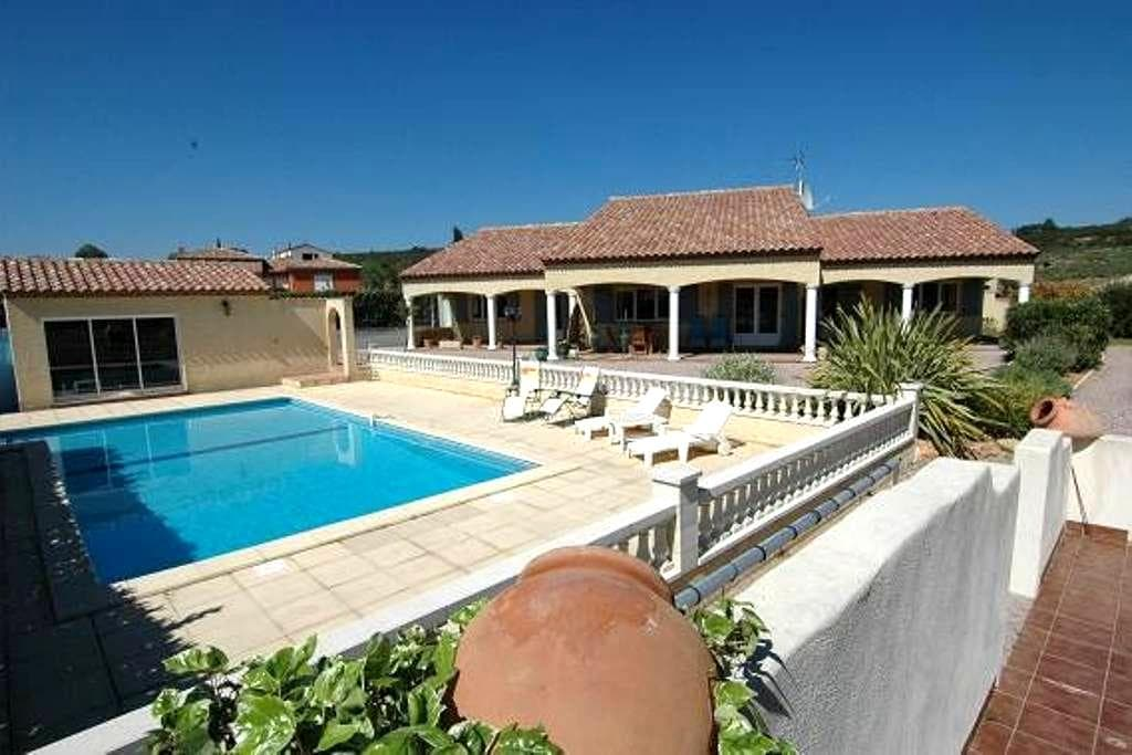Les Ecologies Gite 2 with pool  sleeps 4 - Cessenon-sur-Orb - 別荘