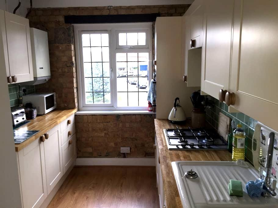 Private double room in recently refurbished flat - Brookmans Park