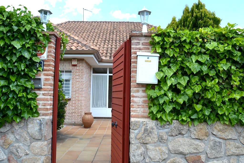 Nice room in  quiet area, near Madrid....!!!! - Villanueva del Pardillo