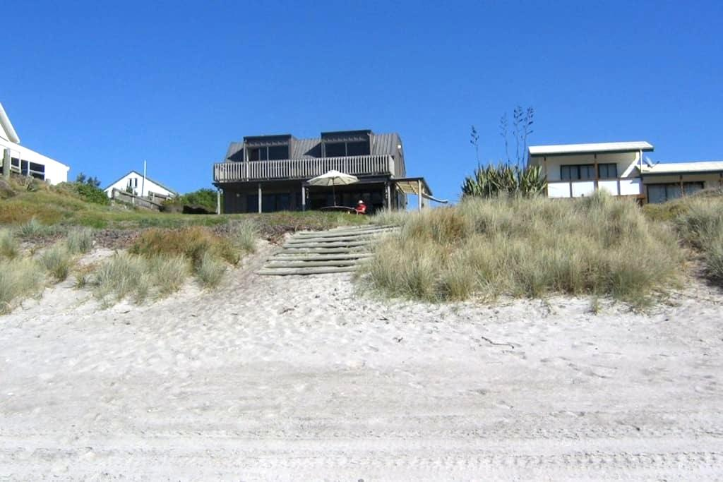 Kiripaka Beachfront Bach - Pukehina - House