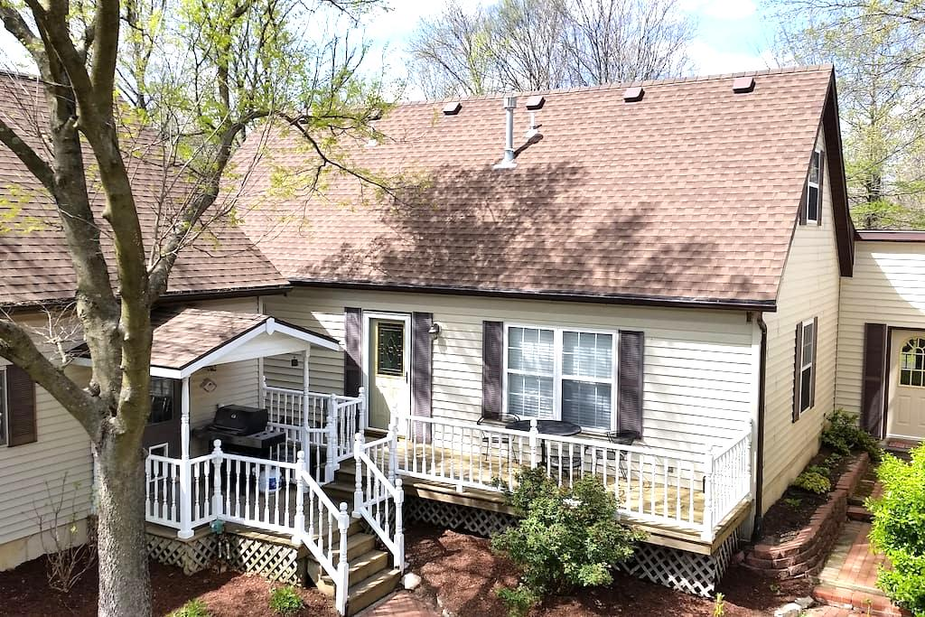 Large Mother-In-Law Apartment Surrounded by Park - Columbia - Byt