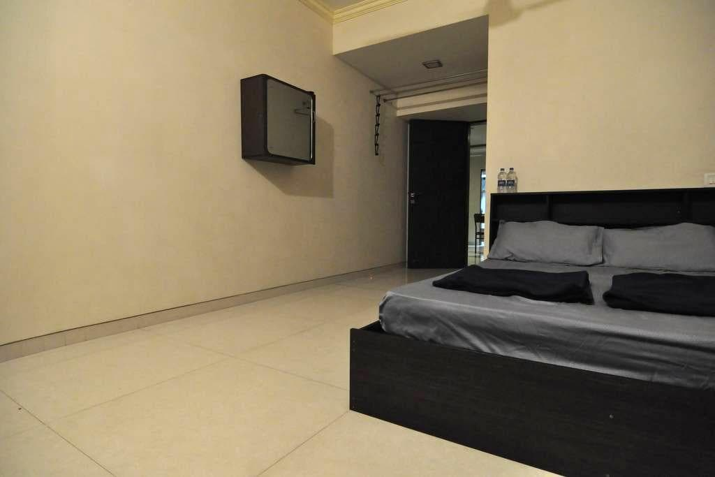 Japanese Host ~ Private Room & Bathroom ~ Goregaon - Mumbai - Apartemen