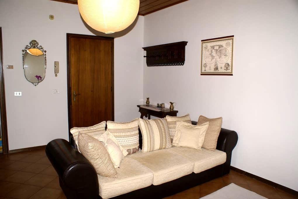 Bilocale in centro con postoauto - Mantua - Appartement