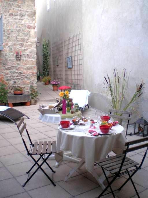 Chambre privée dans maison village - Villerest