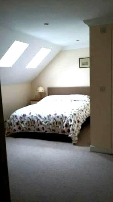 No 6. Loft room in modern house - Holt - Inny