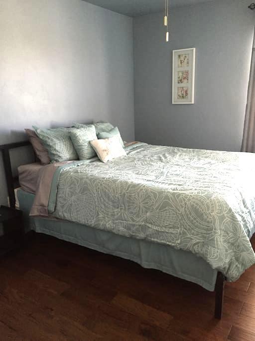 Queen bedroom - SE of Tucson BL - Vail - Hus