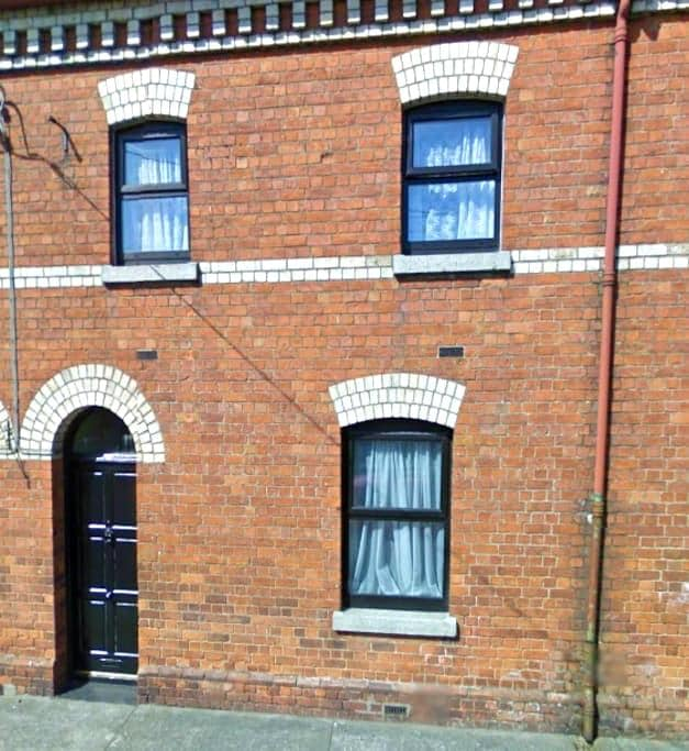 Single room in cute terraced house - Dundalk - Hus