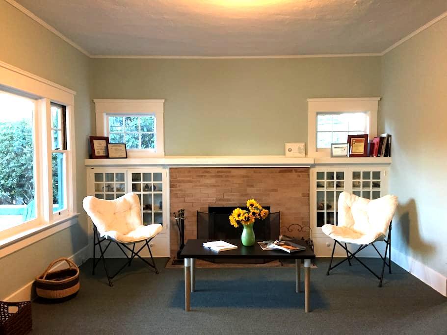 Charming Bungalow In SLO MoJo District - San Luis Obispo - House
