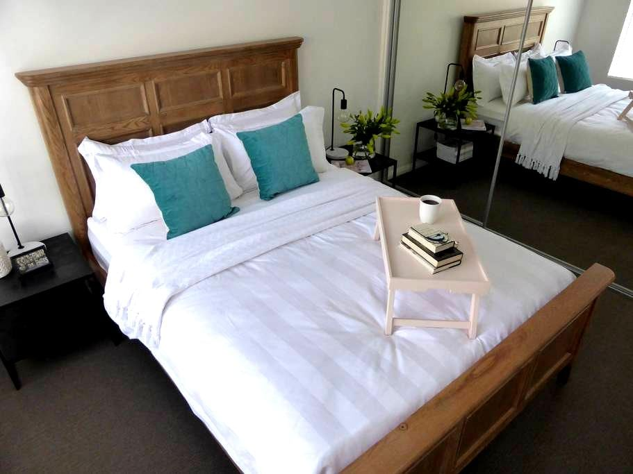 Luxe Central, Free WiFi, Netflix  & Breakfast - Albury - Byt