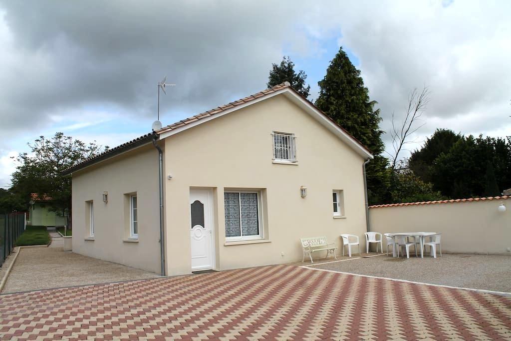 Maison a 100 métres des thermes - Jonzac - Dům