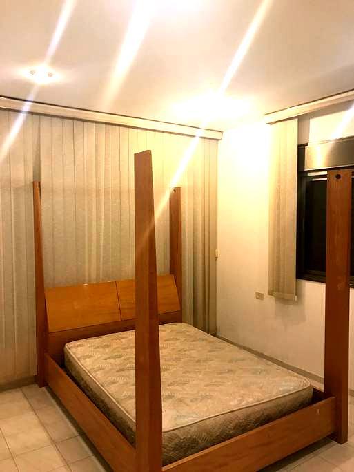 A great room for a couple! - Caesarea - Hus