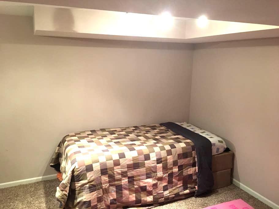 Cozy Private Room 1 - Fridley - Ház
