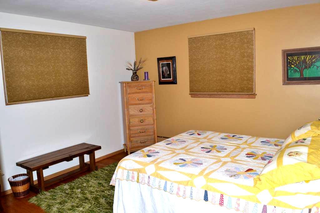Bedroom with Queen Bed - Appleton - Haus