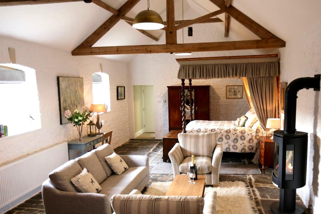 Romantic, cosy barn, near Bath. - Bath - House
