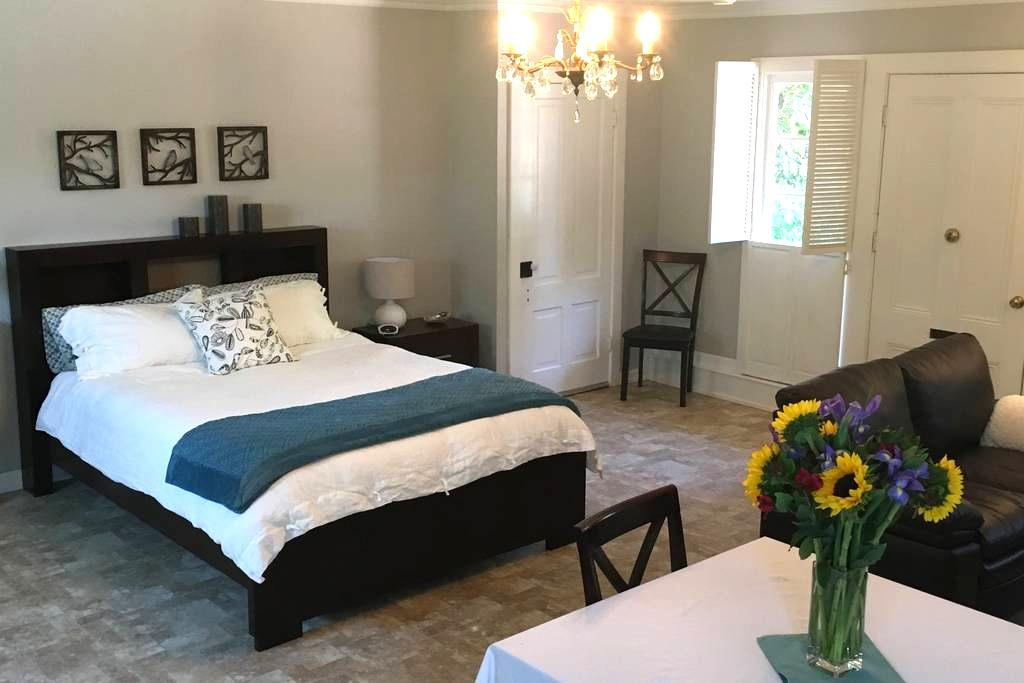Comfortable Cottage Guest House - Nevada City - Chambres d'hôtes