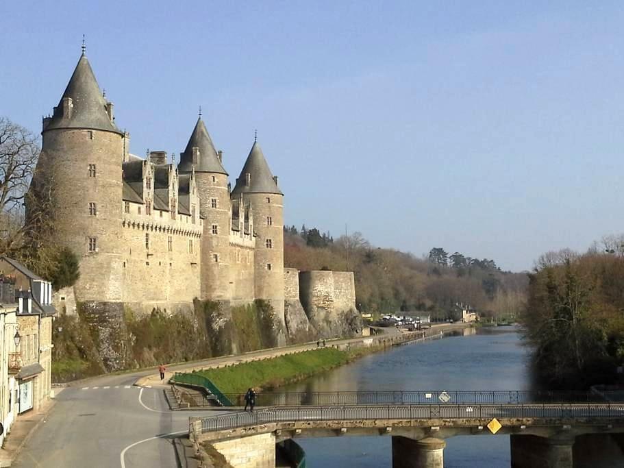 studio vue sur le château et canal - Josselin - Apartment