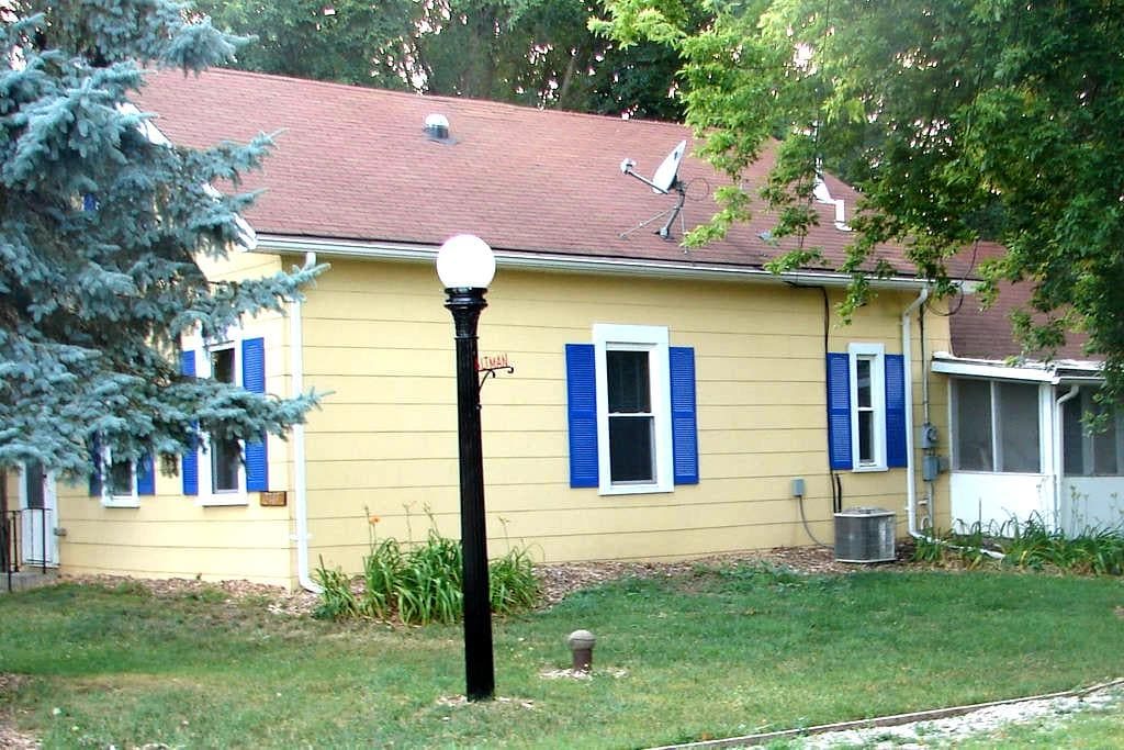 Country Cottage in the woods w/all the Amenities! - Huron - Casa