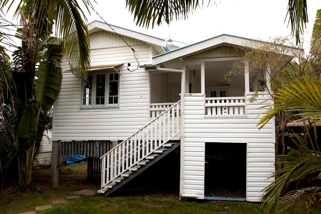 Inner City 3 Bedroom House, Close to Everything - Greenslopes - Haus