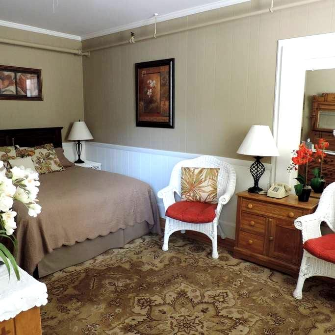The Parkman @ The Drydock Inn - Southwest Harbor - Bed & Breakfast