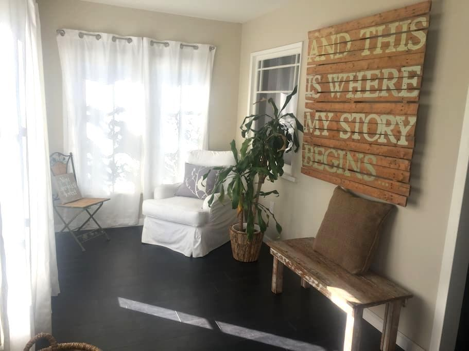 Cozy Bedroom 3 miles from the beach - Lawndale - Rumah