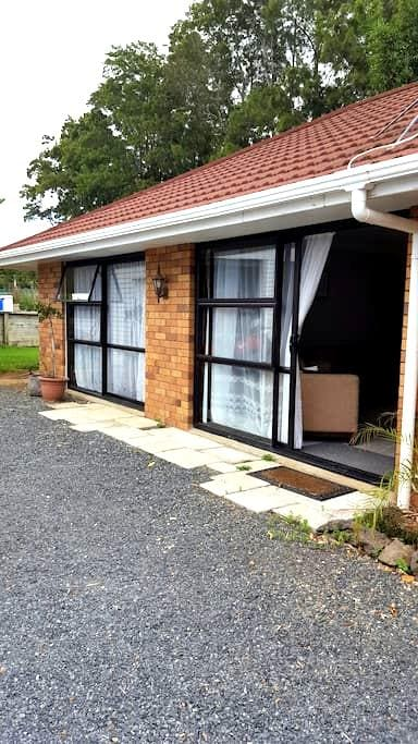 Spacious self contained 1 bedroom unit - Kerikeri - Hus