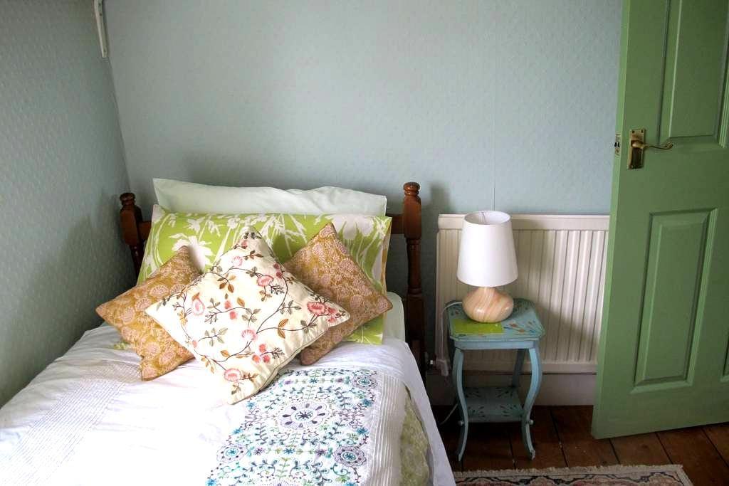 Julie's Small pleasant single room - Stamford