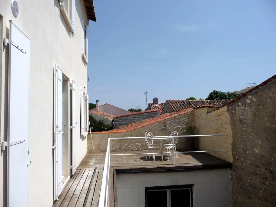 chambre dans maison, Surgères - Surgères - Huis