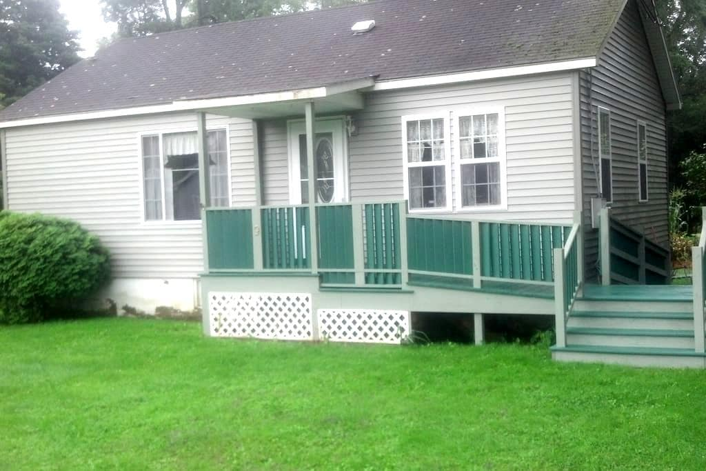 Cozy new 2 bedroom house near Ithaca - Spencer
