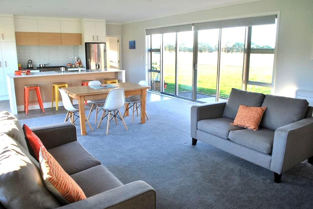 Rooms With A View - Featherston - Casa