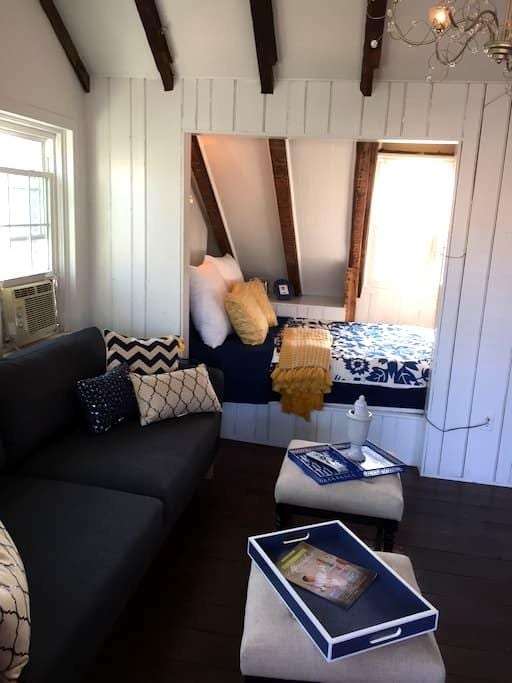 Adorable Treetop Loft in Old Town - Alexandria - Apartment