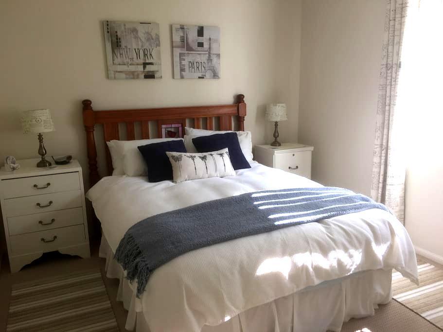 Self-contained Bedroom\bathroom\kitchenette\lounge - Sandgate - Haus