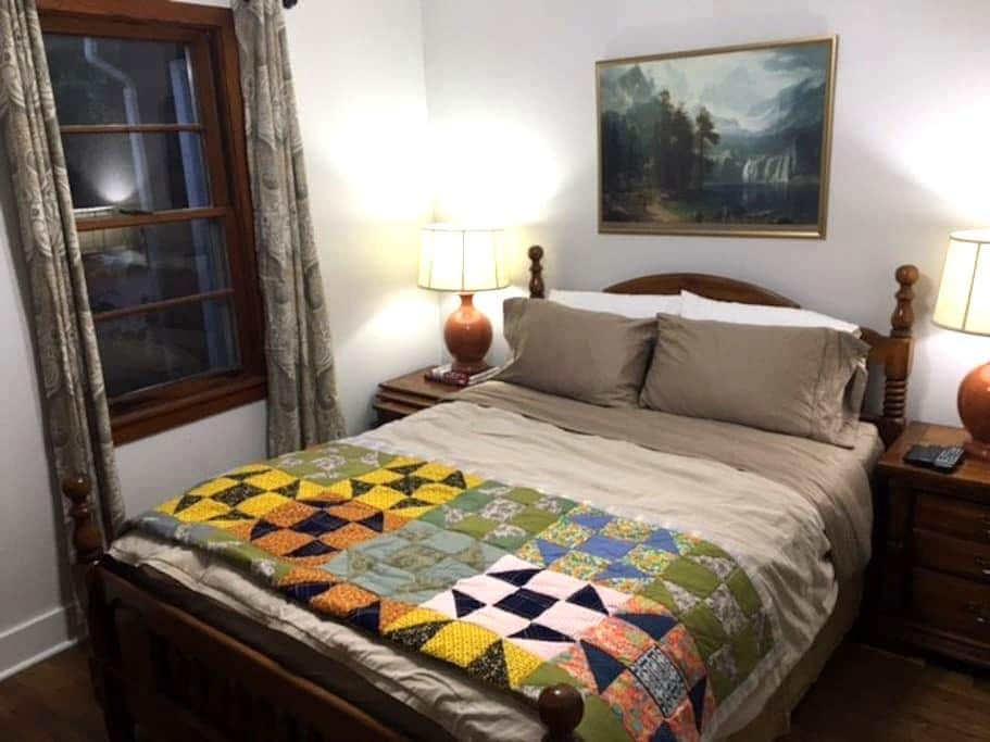 Private Downtown Guest Suite with Gated Parking - Athens - Casa