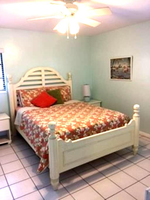 SWAYING PALMS SUMMERLAND WATERFRONT - Summerland Key - Dům