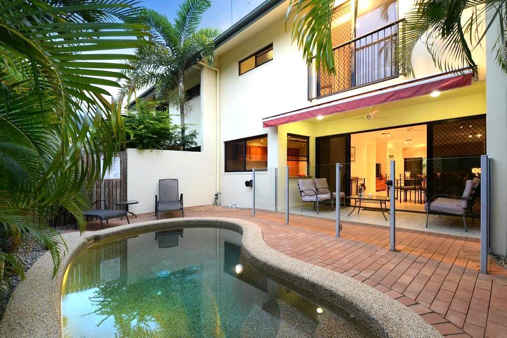 3 Bedroom Home With Pool - Sleeps 8 - Palm Cove - House