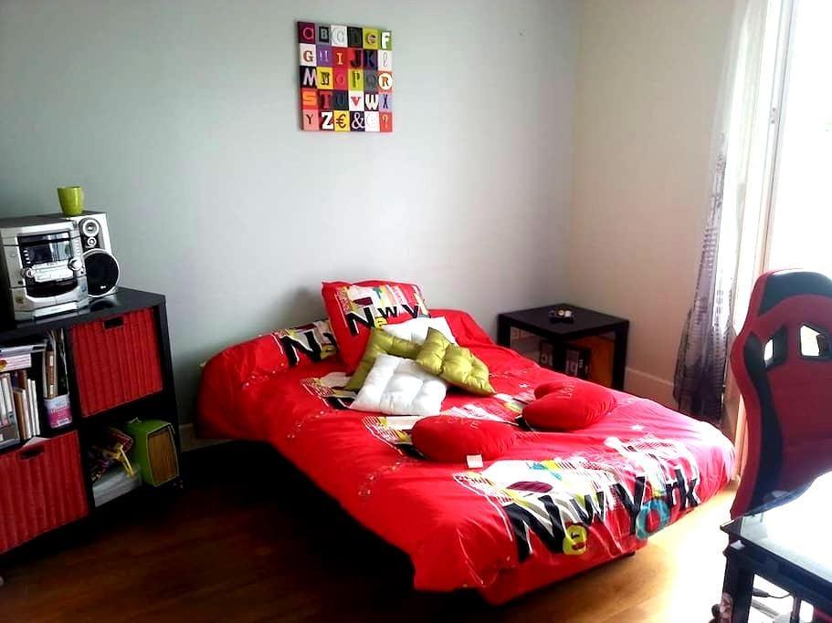 Chambre agréable avec terrasse - Saint-Doulchard - Wohnung