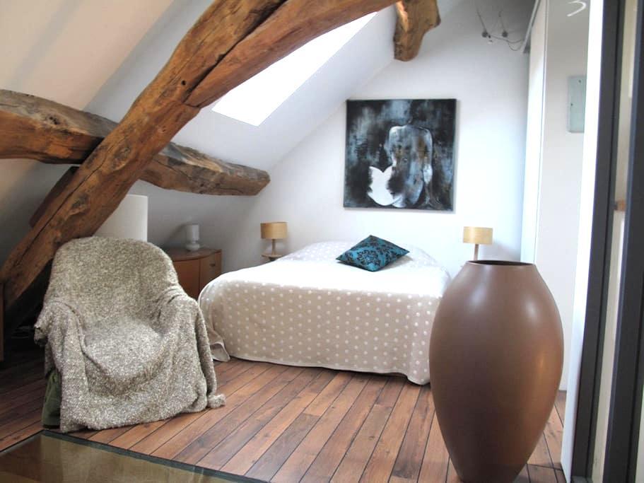 Chambre privée dans lieu artistique, Galerie d'Art - Crémieu