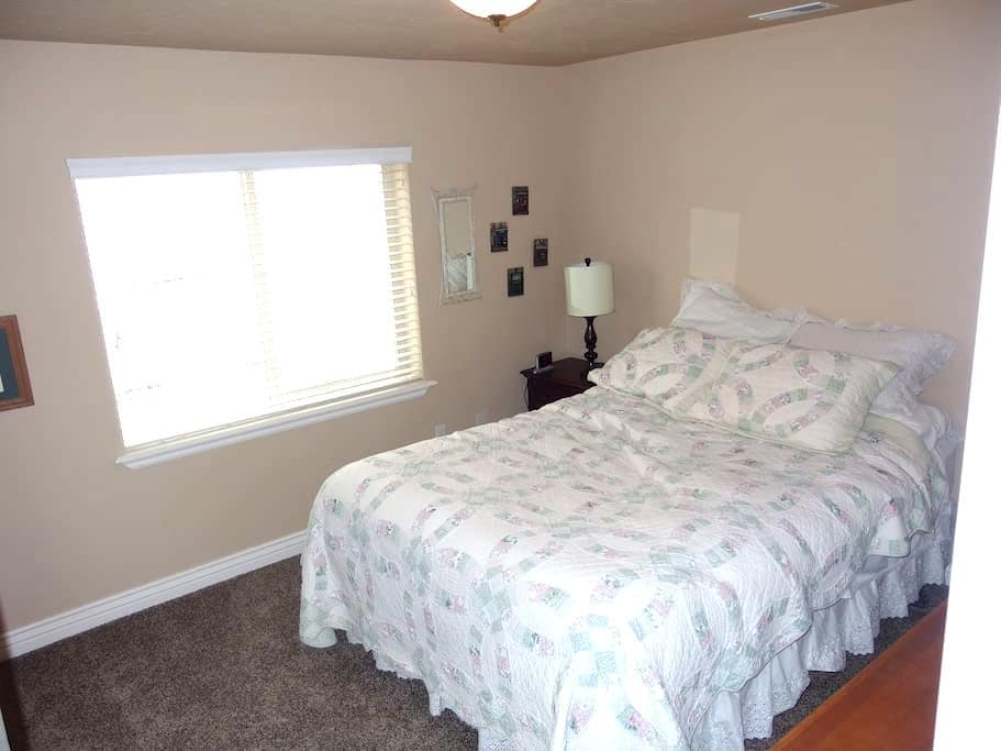 Private room, bath & kitchenette - South Jordan - Casa