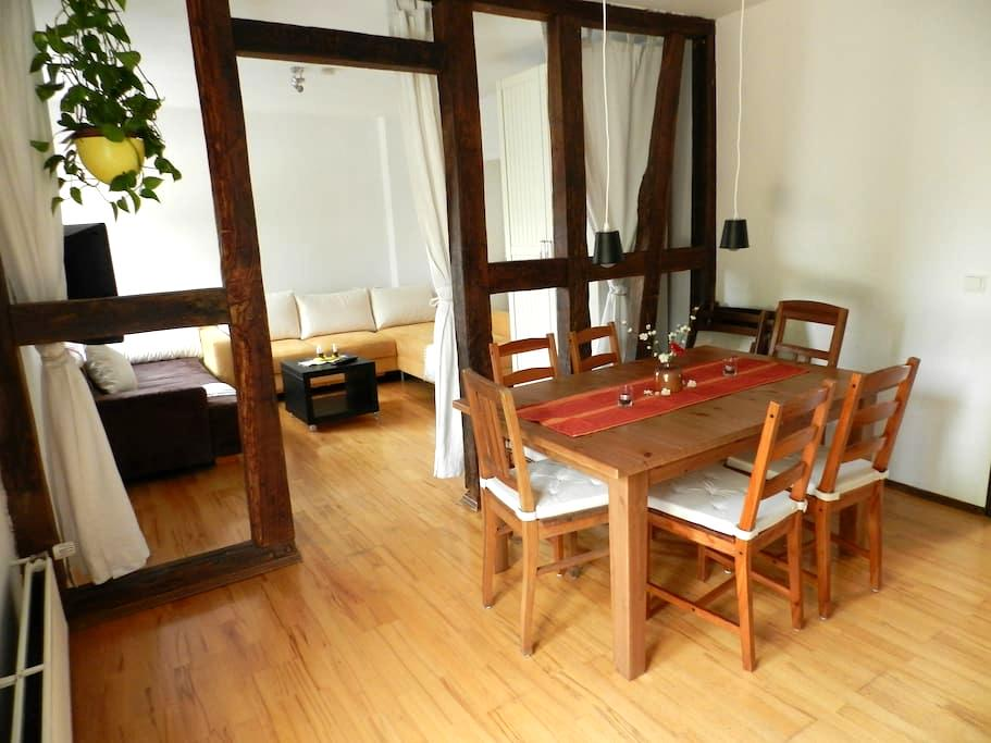 Very nice 90 sqm, 8 pers. Near to station & market - Siegburg - Apartamento
