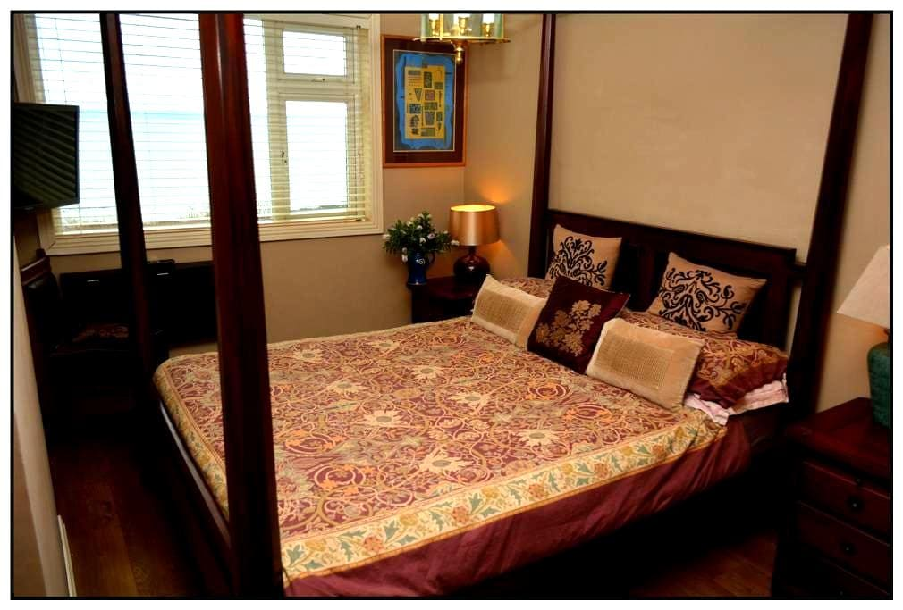 Gorgeous Seafront 4-poster Bedroom♡ - Ballycotton  - Rumah