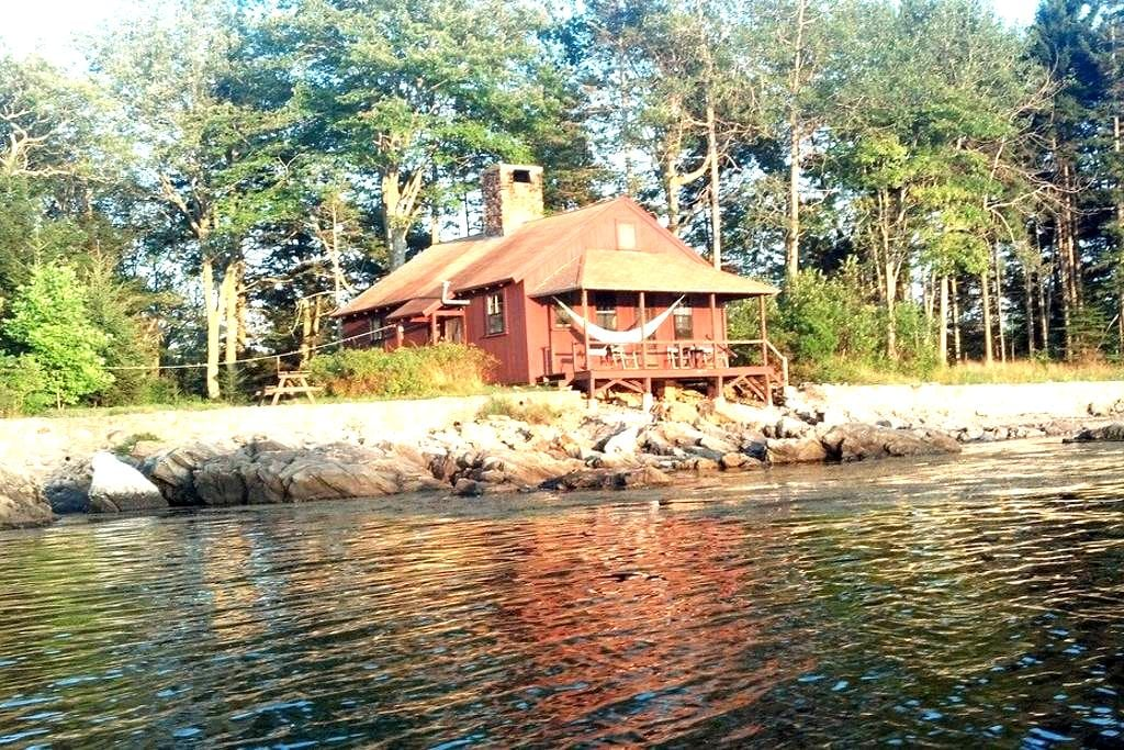 Private oceanside solar cottage - Phippsburg - Bungalow